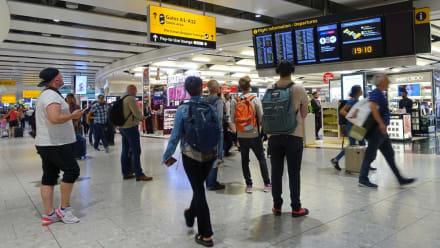 Europa restringe entrada a los visitantes de Estados Unidos en medio del resurgimiento del virus