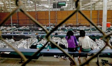 Gobierno separaría familias migrantes al liberar menores indocumentados sin sus padres