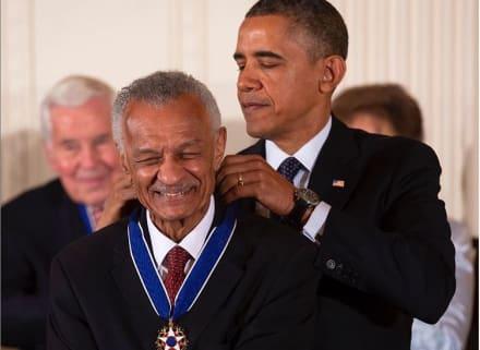 Muere el reverendo C.T. Vivian, clave en la lucha por la igualdad racial, y Obama lamenta la pérdida