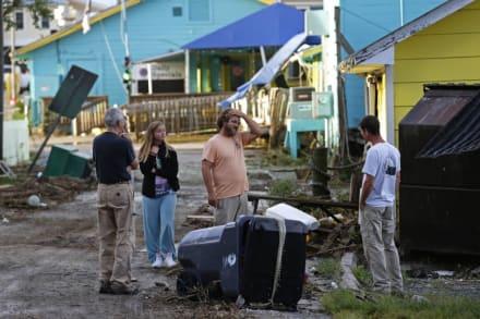 Huracán Isaías deja al menos un muerto en su paso por la costa Este