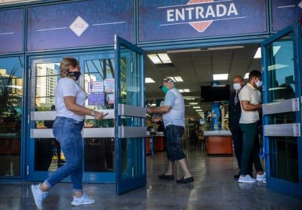Gobierno de Trump suspende vuelos privados a todos los aeropuertos de Cuba