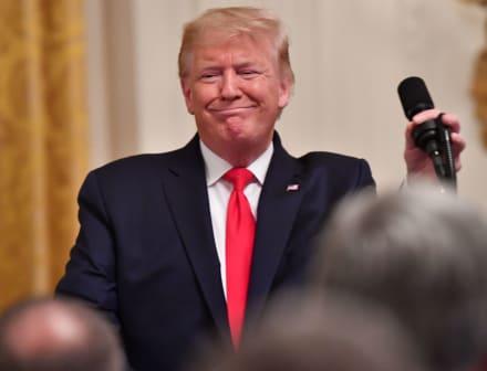 Trump despide a dos destacados testigos por hablar en su contra en juicio político