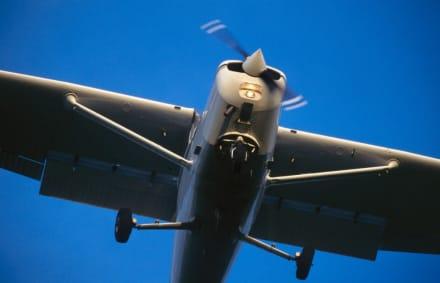 Florida: Avión se estrella contra edificio de almacenamiento y deja al menos dos muerto (FOTO+VIDEO)