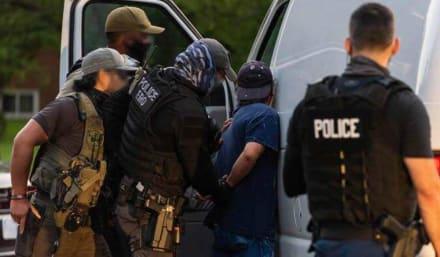 Redada de ICE arresta a 125 inmigrantes con antecedentes en Texas