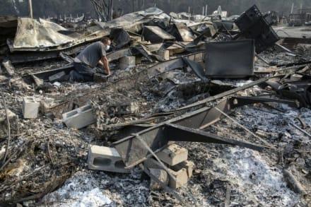 California: Muertos por incendios ascienden a 26 y ordenan evacuación en occidente de EEUU