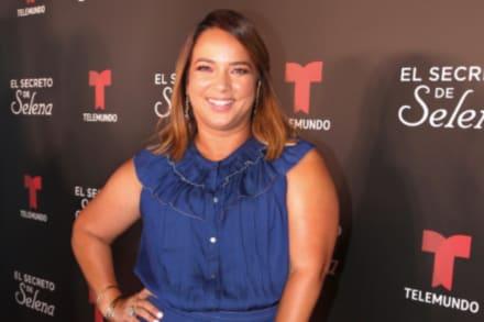 Adamari López es 'humillada' por una correa que le pusieron y le hizo lucir barriga (FOTO)