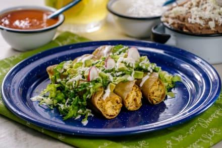 Tres deliciosas recetas de tacos dorados para consentir a tu familia (VIDEO)
