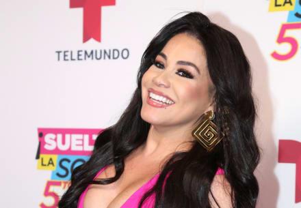 Veneno Sandoval exhibe su enorme trasero enfundada en una tanga y le preguntan si no se enoja su esposo (FOTOS)