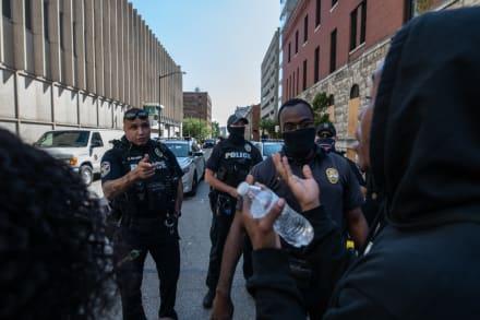 Louisville en estado de emergencia en espera de decisión judicial por brutalidad policial con muerte