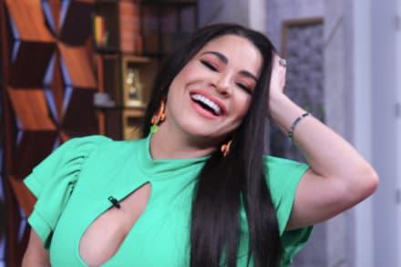 La Chacha (5 de Octubre) La Veneno Sandoval sale 'encuerada' luciendo sus 'jamones' en plena calle (VIDEOS)