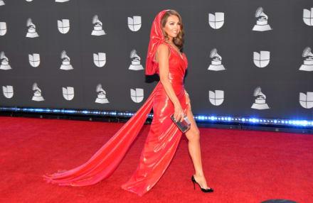 Thalía sorprende muy acuerpada con un traje de hace 30 años y le queda impactante (FOTO)