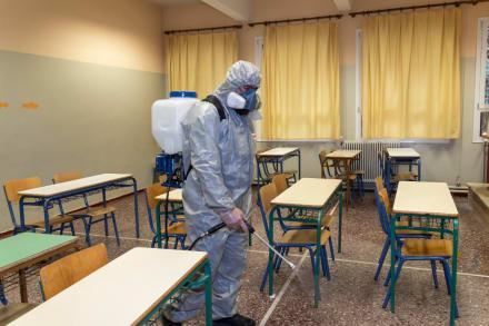 Arizona: Cierran preparatoria y mandan 450 estudiantes a cuarentena