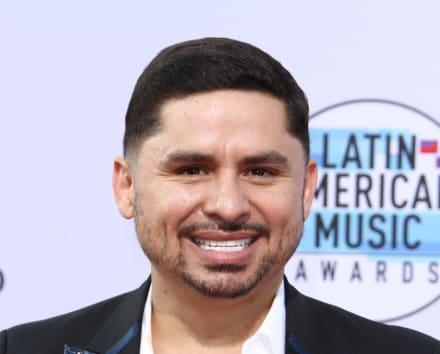Larry Hernández asusta a sus fans al aparecer llorando en redes sociales