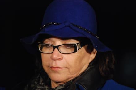 Señora Rosa Rivera muestra cómo se encuentra la tumba de Jenni Rivera (VIDEO)