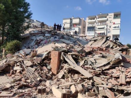 Fuerte terremoto de magnitud 7,0 sacude Turquía y Grecia (FOTOS+VIDEOS)