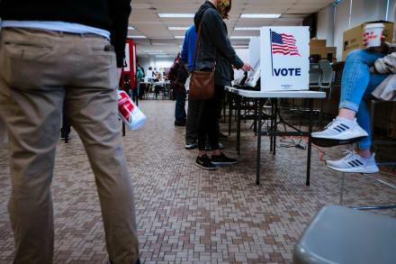 Trump gana en Indiana y Kentucky; Biden en Vermont, según grandes medios