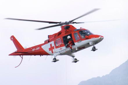 Curioso: Se estrella helicóptero con corazón para transplante y al médico ¡se le cae al suelo! (VIDEO)