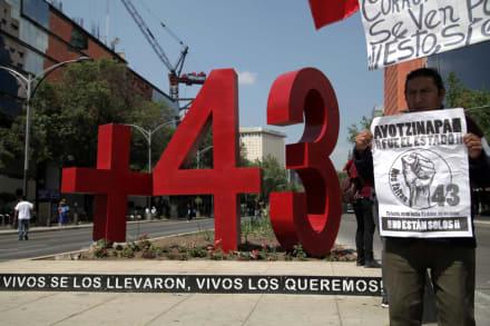Detienen a primer militar por la desaparición de los 43 de Ayotzinapa en México