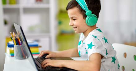 Estudiantes de Stanford regalan laptops a todos los niños que la necesiten