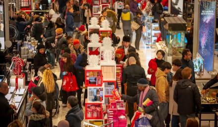 Black Friday: Consumidores comienzan a disfrutar de descuentos en grandes tiendas