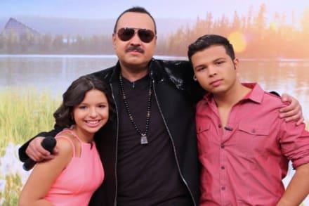 Pepe Aguilar se seca las lágrimas tras muerte de Flor Silvestre y junto a sus hijos Ángela y Leonardo cantará a los muertos