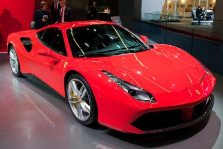 Rentaron un lujoso Ferrari y se estrellaron en autopista en Chicago (Video)