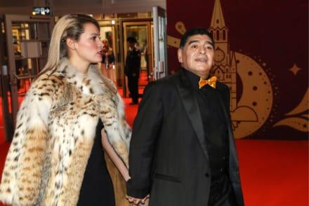 La última novia de Maradona acusa a la familia del futbolista de no permitirle la entrada a su funeral