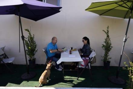Pasadena se salta regla del condado de Los Ángeles y mantiene abiertos restaurantes al aire libre