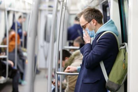 Los CDC cambian de postura y piden a gente de EE.UU. llevar mascarilla todo el tiempo