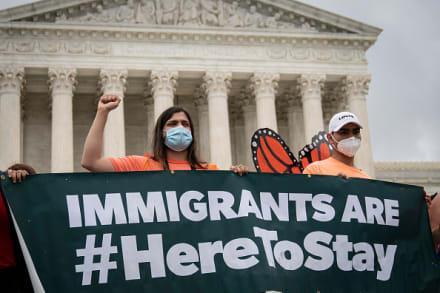 Juez ordena al gobierno de Trump restaurar DACA por completo y aceptar solicitudes este lunes