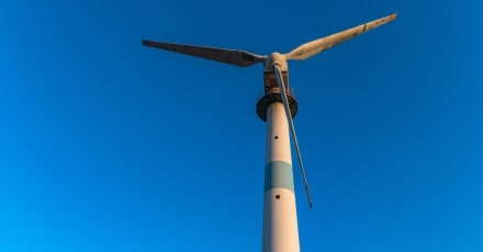 Turbina eólica casera genera electricidad y 100 litros de agua al día