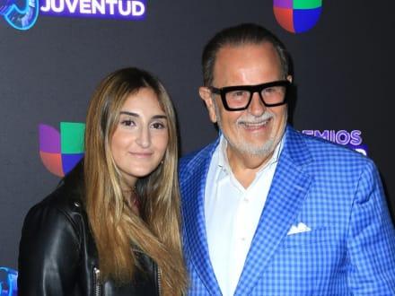Mía, hija de Raúl de Molina aparece en bikini rosa desde la piscina y demuestra que ya no es una niña