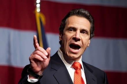 Gobernador de Nueva York firma ley que limita arrestos de migrantes