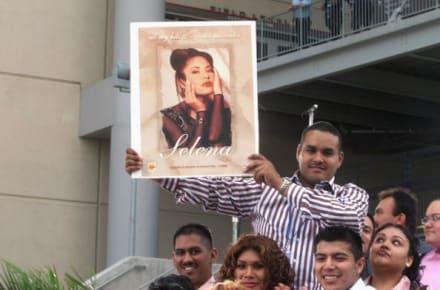 Autos y Selena Quintanilla: homenajes y recuerdos de sus fanáticos