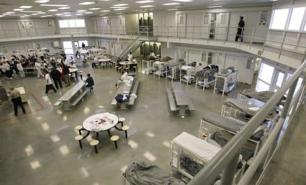 Ley prohíbe en California centros de detención de ICE
