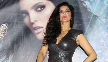 Ana Bárbara presume sexy abdomen y marca sus partes íntimas en leggins como JLo (FOTOS)