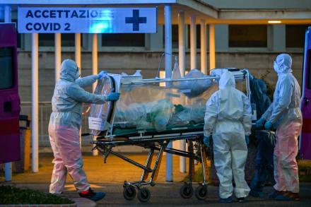 Muertos por coronavirus en Italia superan a China y extreman medidas