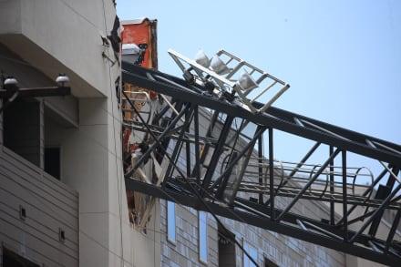ÚLTIMA HORA: Grúa de construcción colapsa sobre edificio de apartamentos en Dallas