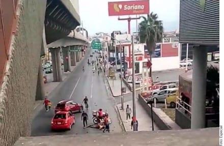 Liga MX: Así embistieron a hinchas en clásico regio (Impactante video)