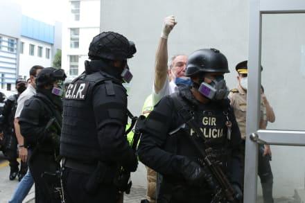 Detienen a expresidente de Ecuador Abdalá Bucaram para investigaciones