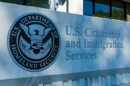 USCIS retrasa despido temporal de 13 mil empleados por falta de ingresos debido al coronavirus