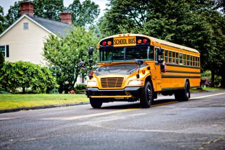 Conductor de bus escolar se desmayó y dos niños salvaron a todos (VIDEO)