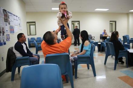 Suspenden visitas en centros de inmigración y prisiones federales por coronavirus