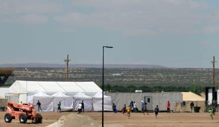 Trump planea crear 13 centros de cuarentena para migrantes en la frontera por coronavirus