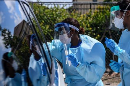 Florida monta hospitales de campaña contra coronavirus