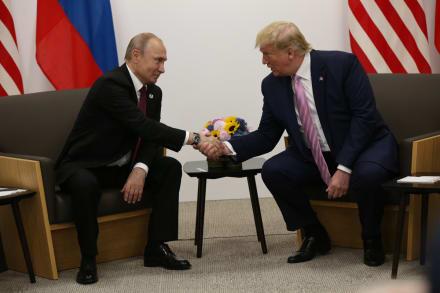 Mientras Trump resta importancia a ciberataque informático, Pompeo ordena cerrar dos consulados en Rusia