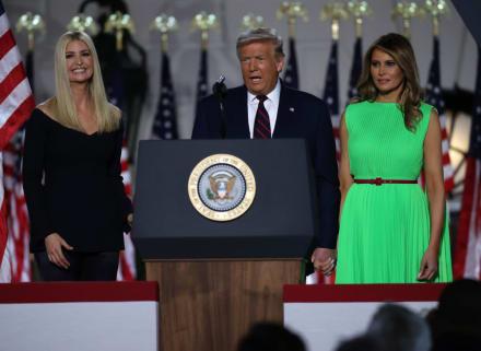 "Melania Trump llamó ""serpientes"" a Ivanka y Jared Kushner, según exasistente"