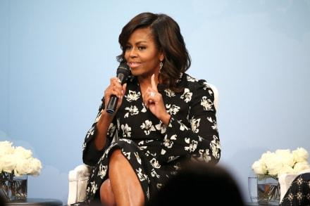 Michelle Obama acapara las miradas en traje de baño amarillo en sus vacaciones con Barack Obama