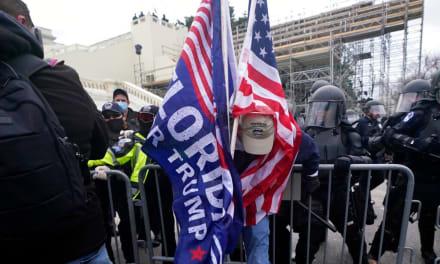 Cuatro muertos y 14 policías heridos durante manifestaciones en Capitolio de EE.UU.