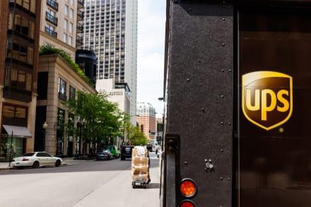 Graban presuntas expresiones racistas de un repartidor de UPS y lo despiden (VIDEO)